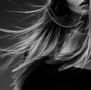 הפתרון המושלם לשיער שעבר החלקה וסובל מקשקשים